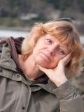 Nachdenkliche fällige Frau Stockfotografie