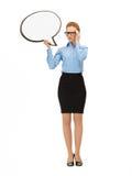 Nachdenkliche Geschäftsfrau mit unbelegter Textluftblase Stockfoto