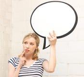Nachdenkliche Jugendliche mit unbelegter Textluftblase Stockfotografie