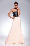 Nachdenkliche junge Modefrau in einem schönen Kleid stockbilder