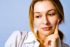 Nachdenkliche schöne junge Frau Lizenzfreie Stockbilder