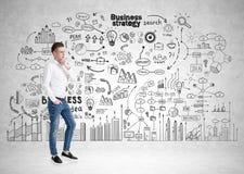 Nachdenklicher blonder Geschäftsmann, Geschäftsstrategie Stockfotografie