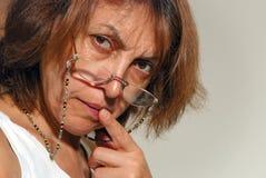 Nachdenklicher flüchtiger Blick der Frau Lizenzfreie Stockfotos
