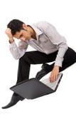 Nachdenklicher Mann, der an Laptop arbeitet Stockbilder