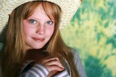 Nachdenkliches junges Mädchen der Portraitschönheit Lizenzfreies Stockfoto