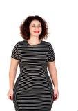 Nachdenkliches schönes curvy Mädchen mit gestreiftem Kleid lizenzfreie stockfotos