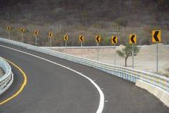 Nachfolgende Reihe Verkehrsschilder Lizenzfreie Stockfotografie