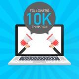 10000 Nachfolger danken Ihnen, mit Laptop Schablone zu kardieren für klare Fahne der Teilnehmer des Social Media-Beitrags 10K Auc lizenzfreie abbildung