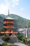 Nachi Taisha em rotas da peregrinação de Kumano Kodo, a água a mais alta fotografia de stock royalty free