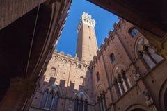 Nachmittags-Siena Mangia-Turm Lizenzfreie Stockfotografie