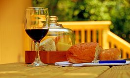Nachmittags-Wein und Käse Stockbilder