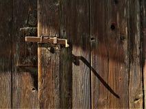Nachmittagsschatten auf der Tür lizenzfreie stockfotos