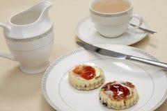 Nachmittagstee mit Waliser-Kuchen Stockfotos