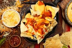 Nacho Appetizer am Restaurant-Tisch Lizenzfreies Stockfoto