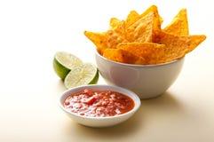 Nacho, salsa e calce Immagini Stock Libere da Diritti