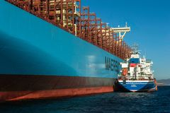 Nachodka, Russland - 12. Januar 2019: Bunkercontainerschiff Maastrichts Maersk Tanker Ostrov Sachalin Stellung im Roadstead stockbilder