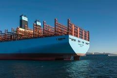 Nachodka, Russland - 12. Januar 2019: Ziehen Sie eine große Containerschiffstellung auf dem Überfall ein stockfotos
