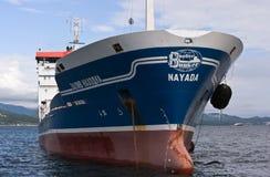 Nachodka Russland - 18. Juli 2016: Der Tanker Zaliv Nachodka am Anker in den Straßen schließen oben Lizenzfreie Stockfotos