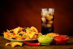 Nachos überziehen, Bad und Cola Lizenzfreie Stockfotos
