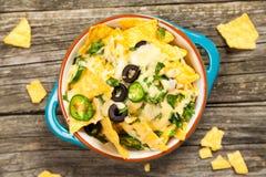 nachos расплавленные сыром стоковые фотографии rf