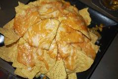 Nachos avec du fromage de cheddar photographie stock