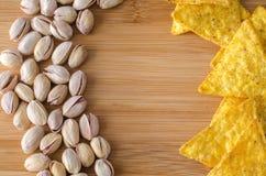 Nachos com queijo e pistaches Imagem de Stock