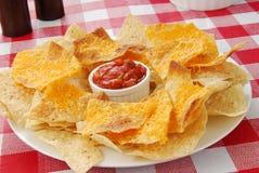 Nachos con formaggio fuso Immagini Stock