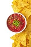 Nachos e inmersión fresca de la salsa Foto de archivo