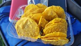 Nachos en kaas stock afbeeldingen