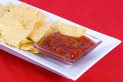 Nachos et sauce à Salsa Images stock