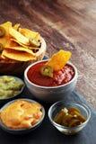 Nachos Tortilla układów scalonych i jalapeños Chili pieprze ch lub meksykanin Obraz Stock