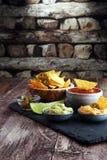 Nachos Tortilla układów scalonych i jalapeños Chili pieprze ch lub meksykanin Zdjęcie Royalty Free