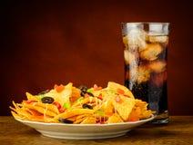 Nachos y bebida de la cola Imagenes de archivo