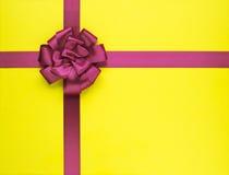 Nachricht des Geschenks Bow Stockfotos