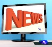 Nachrichten fassen auf Computerschau-Medien und Informationen ab Stockfoto