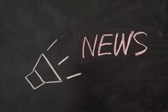 Nachrichten fassen mit Lautsprecher ab Stockfotos
