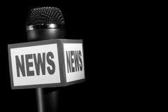 Nachrichten-Mikrofon mit großem schwarzem Exemplarplatz Stockfotografie
