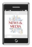 Nachrichten-u. Medien-Wort-Wolken-Konzept Telefon am Bildschirm- Lizenzfreies Stockbild