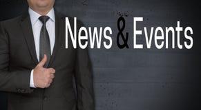 Nachrichten und Ereigniskonzept und -geschäftsmann mit den Daumen oben Stockbilder