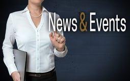 Nachrichten- und Ereignismit berührungseingabe bildschirm wird von der Geschäftsfrau gezeigt stockbilder