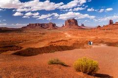 Nachsinnen über der schönen Monument-Tallandschaft Stockfotos