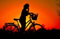 Nachsinnen über des Sonnenuntergangs Stockfotografie