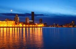 Nacht über dem Stadtzentrum und ein Sommer stauen Jekaterinburg stockfotografie