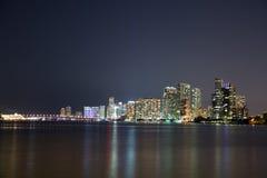 Nacht über Miami, Florida, USA Lizenzfreies Stockfoto