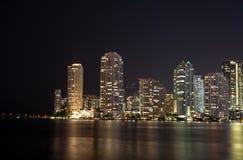 Nacht über Miami, Florida, USA Stockbild
