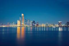 Nacht Abu Dhabi Stockfotografie