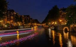 Nacht-Amsterdam-Kanäle Stockbild