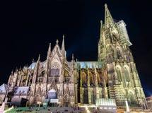Nacht-Ansicht von Köln-Kathedrale - Deutschland, Nord-Rhein-Westphali Lizenzfreie Stockfotos