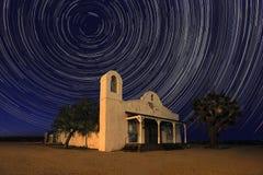 Nacht Beroemde Kerk van Doden Bill Under Time Lapsed Stars Royalty-vrije Stock Foto's
