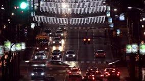 Nacht bezig verkeer stock video